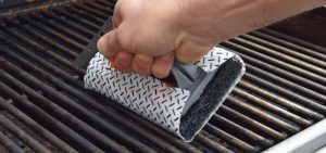 Q-Swiper, action shot, BBQ, Grill Cleaner, industrial design
