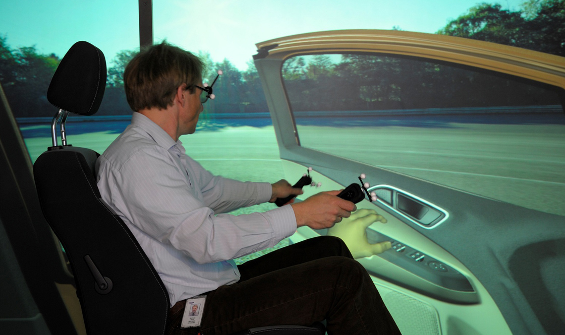 Ford using irtual reality VR to evaluate the interior and exterior of a car